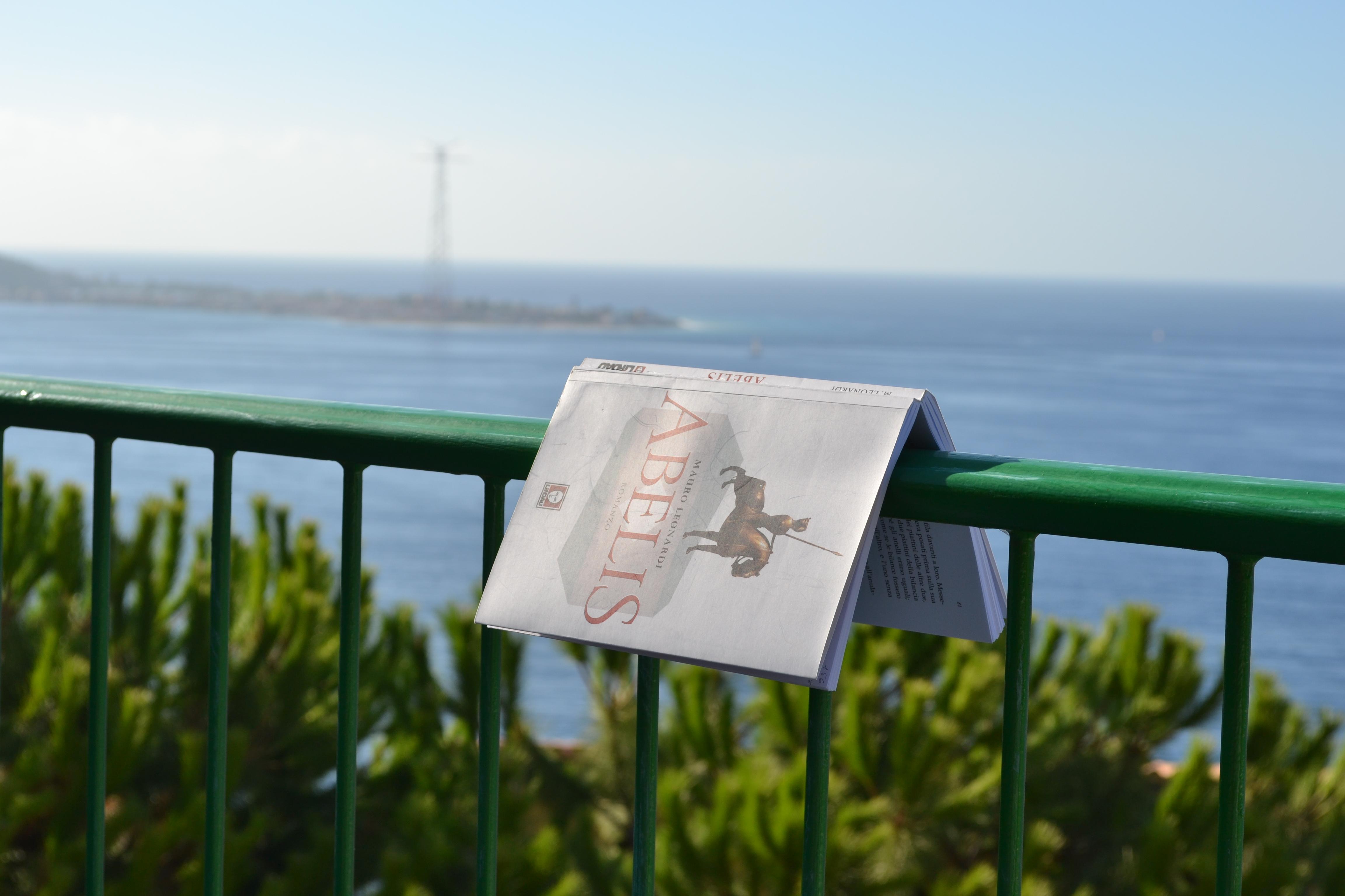 Abelis e lo stretto di Messina
